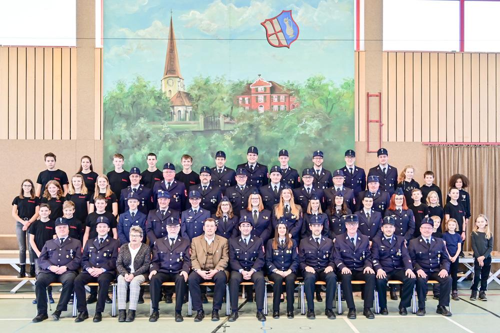 Gruppenfoto der Freiwilligen Feuerwehr Memmingerberg im Jahr 2020